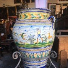 Antigüedades: TINAJA DE TRIANA TEMA CAZERIA DE BARRO, PIE DE HIERRO 90X48. Lote 222054237