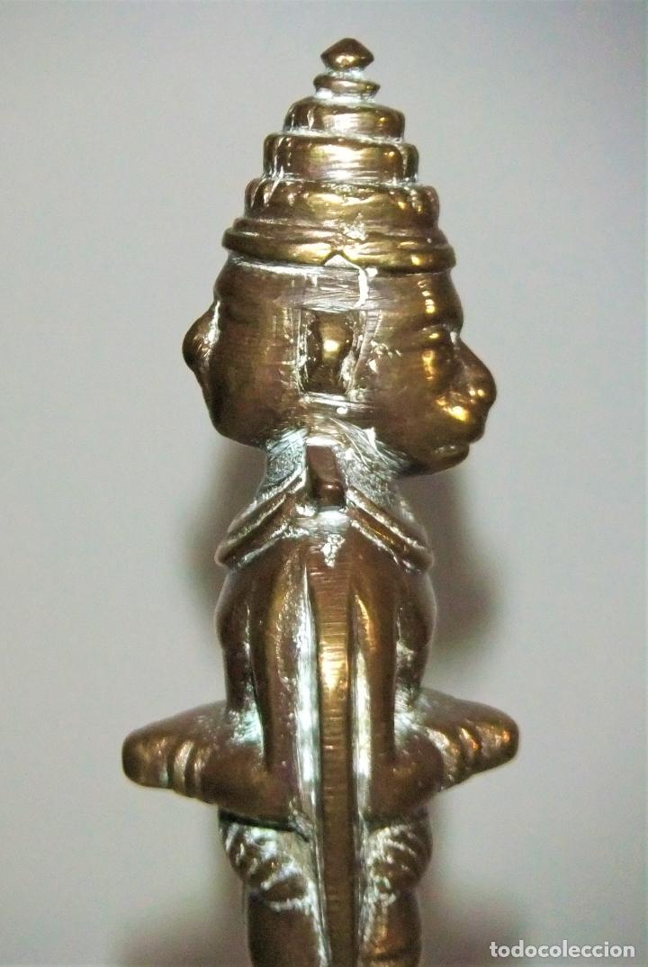 Antigüedades: ANTIGUA CAMPANA DE BRONCE DE LA INDIA CON DOS FIGURAS - Foto 4 - 222065236
