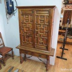 Antigüedades: MESA Y ARMARIO ARTESONADO PURO DE NOGAL. Lote 222071513