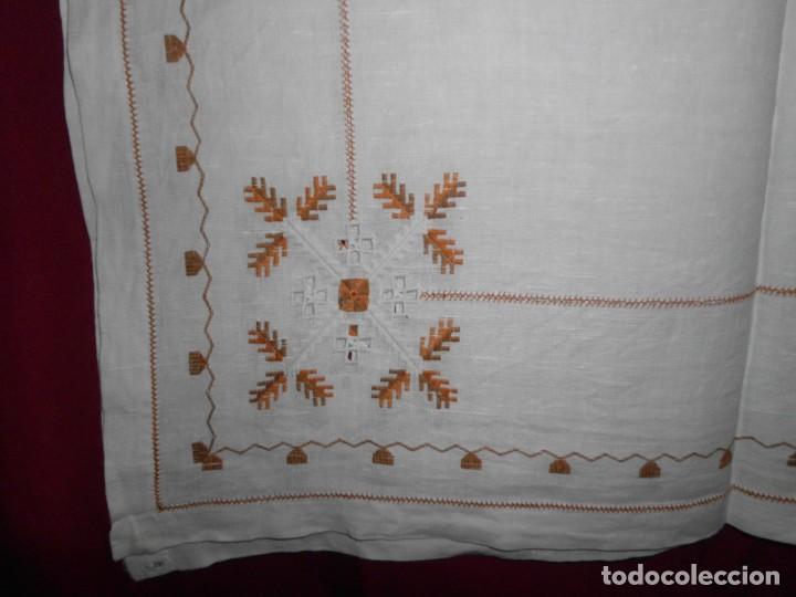 Antigüedades: Mantél de algodón bordado a mano - Foto 2 - 222071677