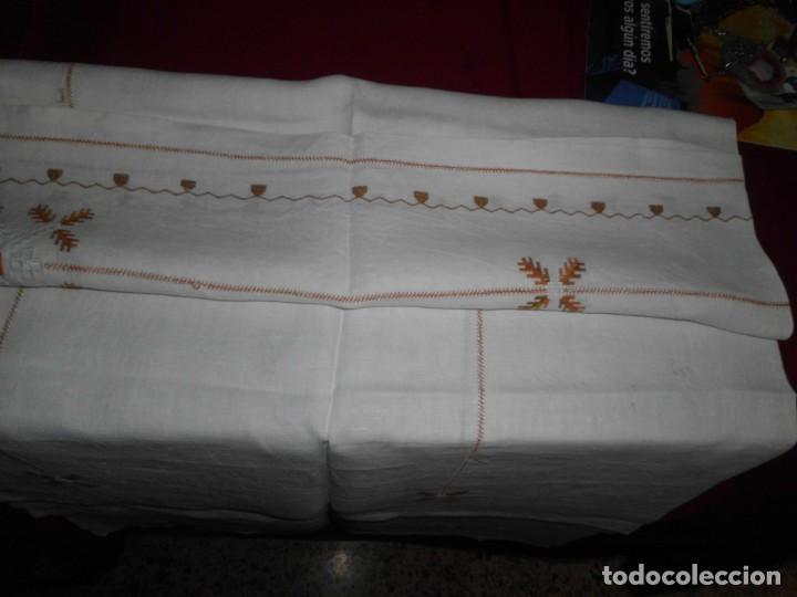 Antigüedades: Mantél de algodón bordado a mano - Foto 3 - 222071677