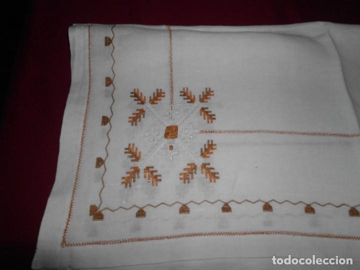 Antigüedades: Mantél de algodón bordado a mano - Foto 4 - 222071677