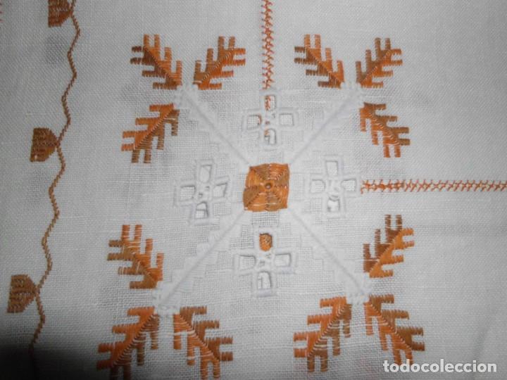 Antigüedades: Mantél de algodón bordado a mano - Foto 5 - 222071677