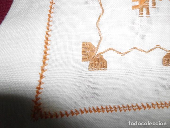 Antigüedades: Mantél de algodón bordado a mano - Foto 7 - 222071677