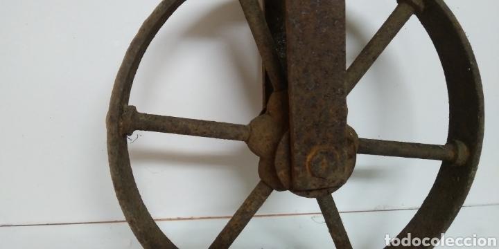 Antigüedades: Antigua rueda de hierro , para uso agrario , carreya / carretillo / ideal pieza decorativa - Foto 2 - 222108400
