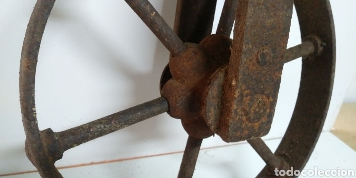 Antigüedades: Antigua rueda de hierro , para uso agrario , carreya / carretillo / ideal pieza decorativa - Foto 3 - 222108400