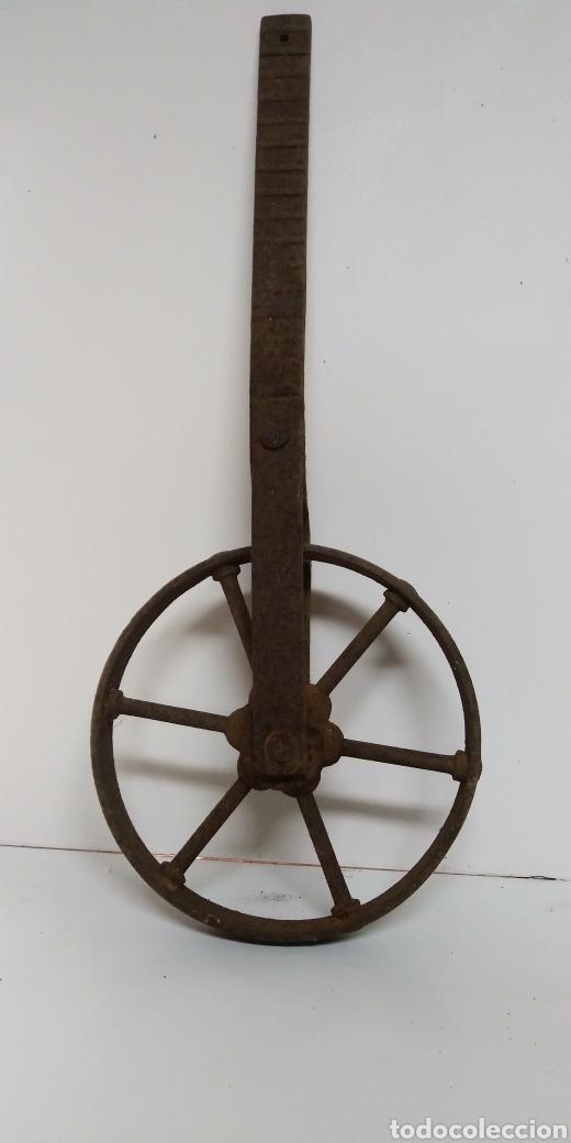 Antigüedades: Antigua rueda de hierro , para uso agrario , carreya / carretillo / ideal pieza decorativa - Foto 5 - 222108400