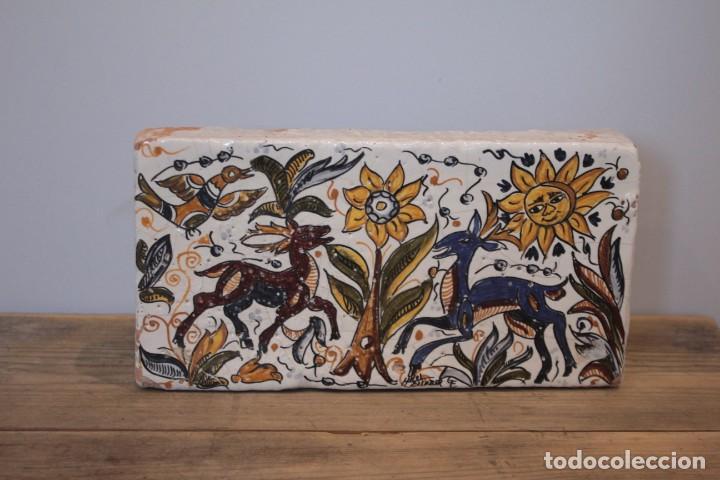 IMPORTANTE PIEZA DE BARRO DE HERMANOS ESCOBAR, FIRMADA, PUENTE DEL ARZOBISPO. 28X14CM, PIEZA UNICA. (Antigüedades - Porcelanas y Cerámicas - Puente del Arzobispo )