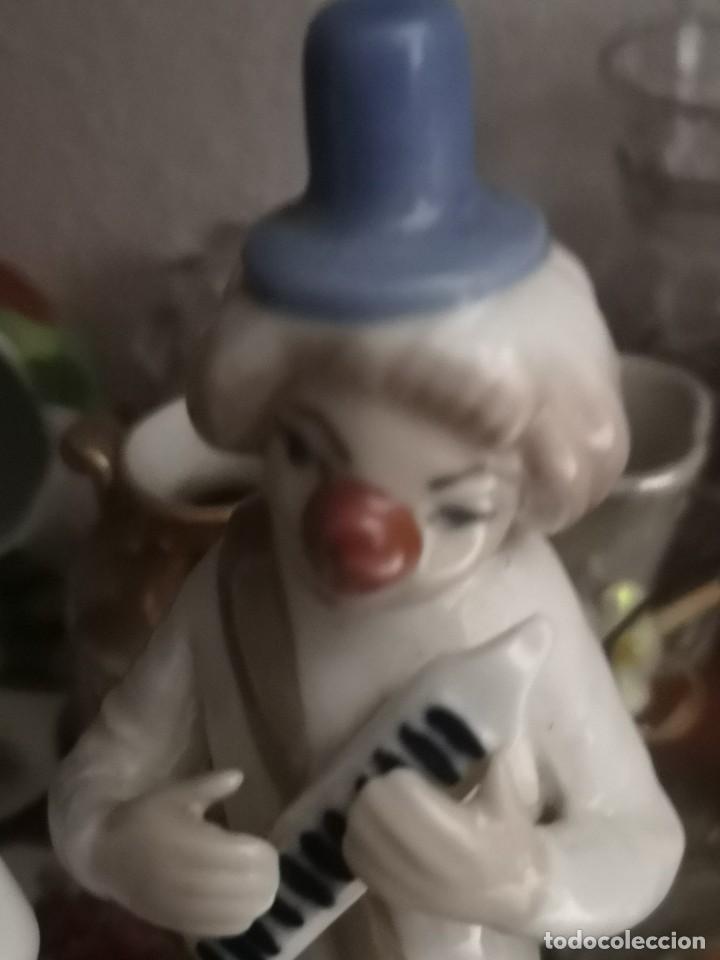 Antigüedades: Pareja Preciosas figura. Payaso de porcelana Casades. 17 centímetros - Foto 3 - 222122583