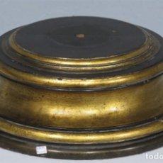 Antigüedades: ANTIGUA PEANA DE MADERA DORADA. Lote 222129093