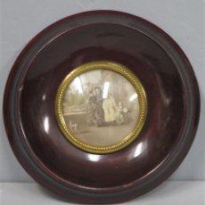 Antigüedades: MARCO DE MADERA PARA MINIATURA. CRISTAL CONCAVO. Lote 222130601