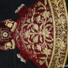 Antigüedades: SAYA DE TERCIOPELO ROJO BORDADA CON ANTIGUOS BORDADOS PARA VIRGEN DE 70 U 80 CM. APROX.. Lote 222143056