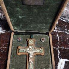 Antigüedades: CRUCIFIJO DE JESÚS EN ESTUCHE CON FONDO DE TERCIOPELO VERDE. Lote 222149630