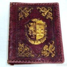 Antiquités: ANTIGUA FUNDA PARA LIBRO DE CUERO REPUJADO.. Lote 222162272