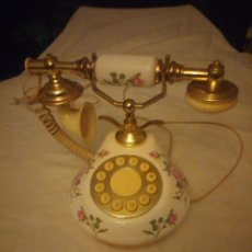 Antigüedades: PRECIOSO TELEFONO DE PORCELANA ,LATÓN Y BAQUELITA,FUNCIONAL.. Lote 222180658