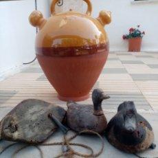 Antigüedades: PATOS ANTIGUOS DE MADERA PARA LA CAZA. Lote 222196975
