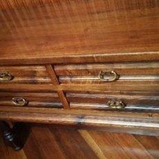 Antigüedades: APARADOR RECIBIDOR DE MADERA CON POMOS EN BRONCE. Lote 222214163