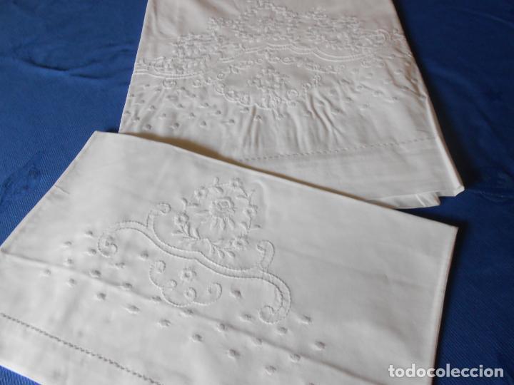 Antigüedades: Preciosioso Juego Clasico 2 piezas para cochecito bebe.Algodon BLANCO.Bordado BLANCO 80x130 cm.Nuevo - Foto 16 - 222226492
