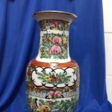 Antigüedades: JARRÓN DE PORCELANA CHINA, ALTURA 26 CM, PINTADO A MANO, ANTIGUOS. Lote 222235363
