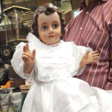 Antigüedades: GRAN NIÑO JESÚS DE CERAMICA, Y VESTIDO. Lote 222252113