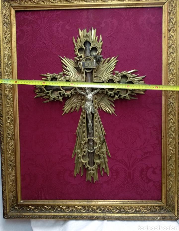 Antigüedades: Gran crucifijo de metal y bronce - Foto 10 - 222263698