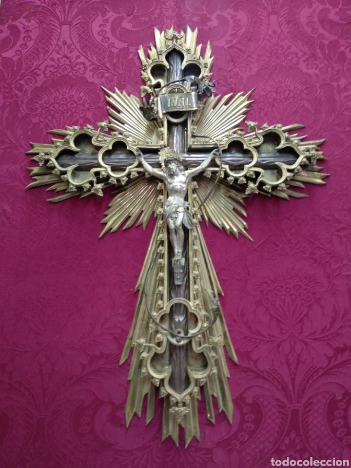 Antigüedades: Gran crucifijo de metal y bronce - Foto 11 - 222263698