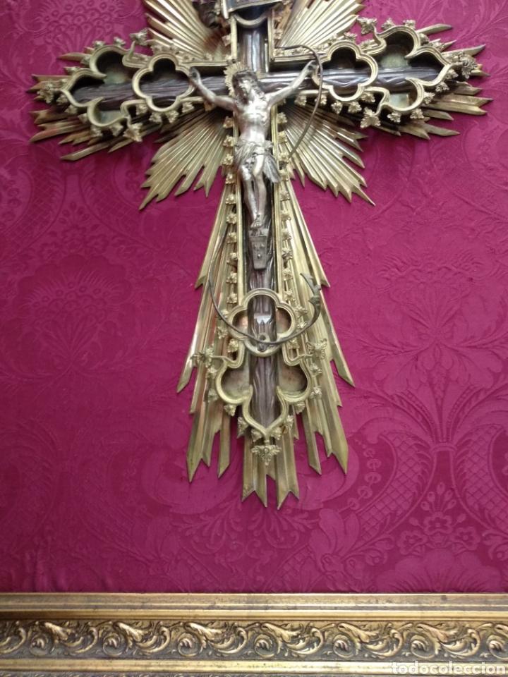Antigüedades: Gran crucifijo de metal y bronce - Foto 12 - 222263698