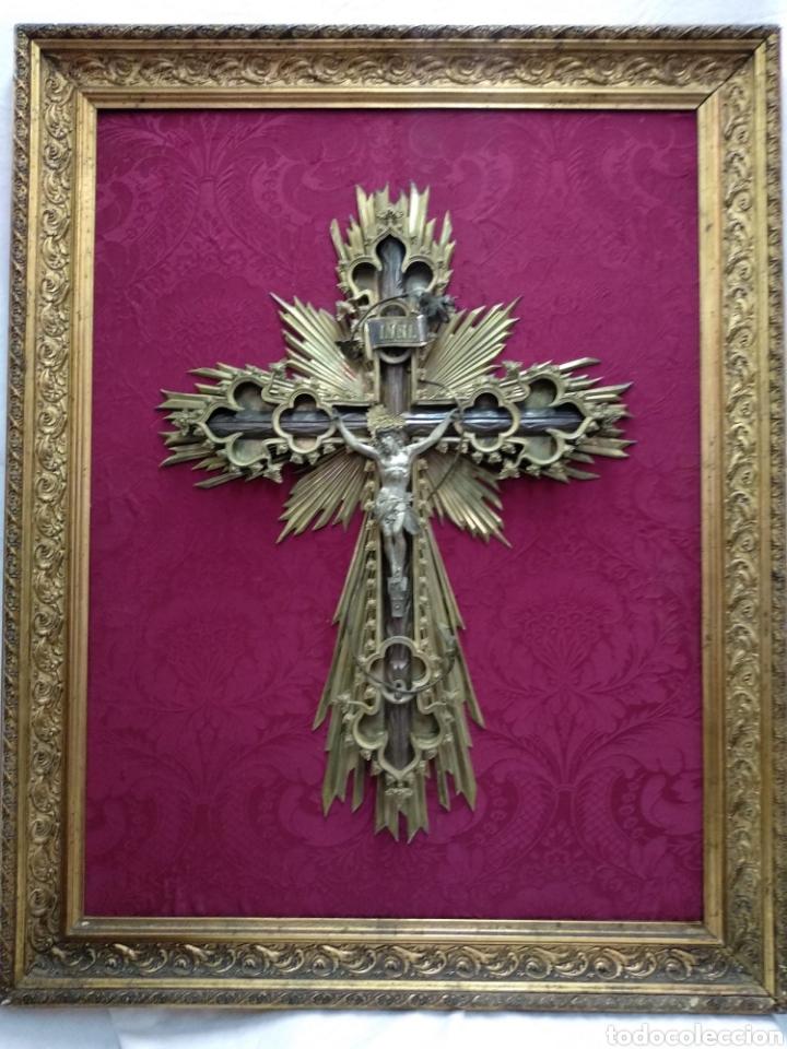 GRAN CRUCIFIJO DE METAL Y BRONCE (Antigüedades - Religiosas - Crucifijos Antiguos)