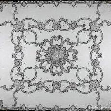 Antigüedades: MAGNIFICO CUBRECAMA ANTIQUO ENCAJES VENECIANO A MANO.AÑOS 70 LINO BLANCO . 240 X 280 CM,NUEVO. Lote 222284037