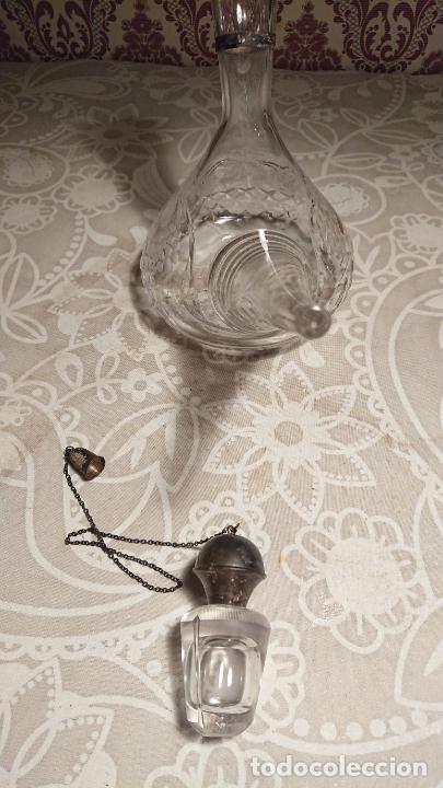 Antigüedades: Antiguo porrón de cristal soplado a mano y tallado con tapónes de plata de los años 50-60 - Foto 5 - 222289102