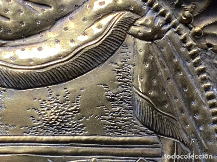 Antigüedades: fuente bandeja laton repujado escena mujer con perro ppio s xviii cortinaje terraza conchas 42x59,5c - Foto 19 - 222301388