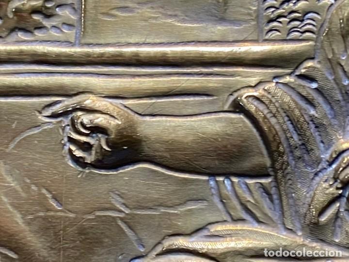 Antigüedades: fuente bandeja laton repujado escena mujer con perro ppio s xviii cortinaje terraza conchas 42x59,5c - Foto 31 - 222301388