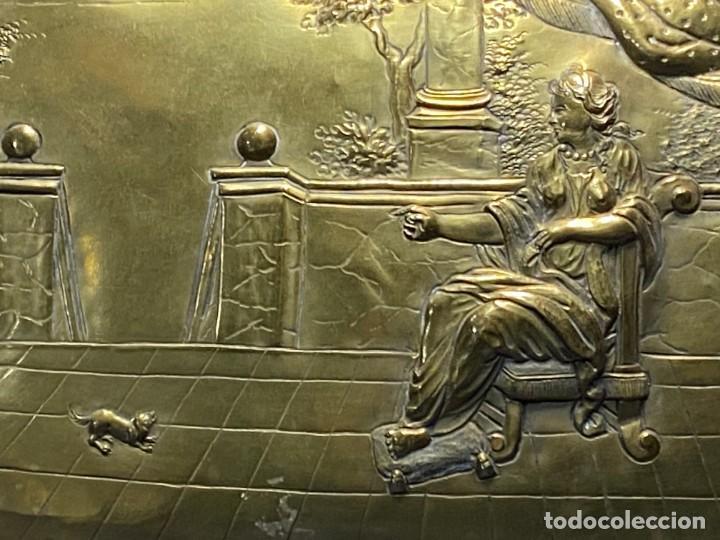 Antigüedades: fuente bandeja laton repujado escena mujer con perro ppio s xviii cortinaje terraza conchas 42x59,5c - Foto 39 - 222301388