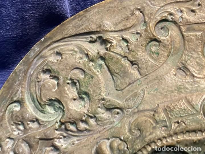 Antigüedades: fuente bandeja laton repujado escena mujer con perro ppio s xviii cortinaje terraza conchas 42x59,5c - Foto 44 - 222301388