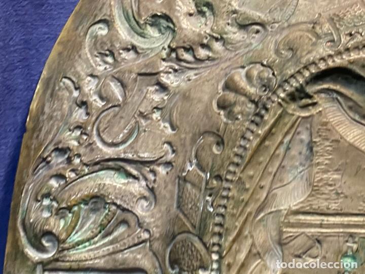 Antigüedades: fuente bandeja laton repujado escena mujer con perro ppio s xviii cortinaje terraza conchas 42x59,5c - Foto 45 - 222301388