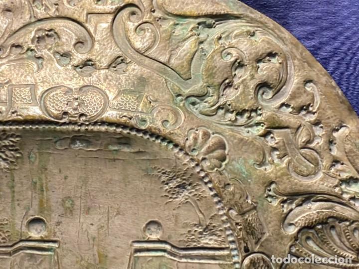 Antigüedades: fuente bandeja laton repujado escena mujer con perro ppio s xviii cortinaje terraza conchas 42x59,5c - Foto 53 - 222301388