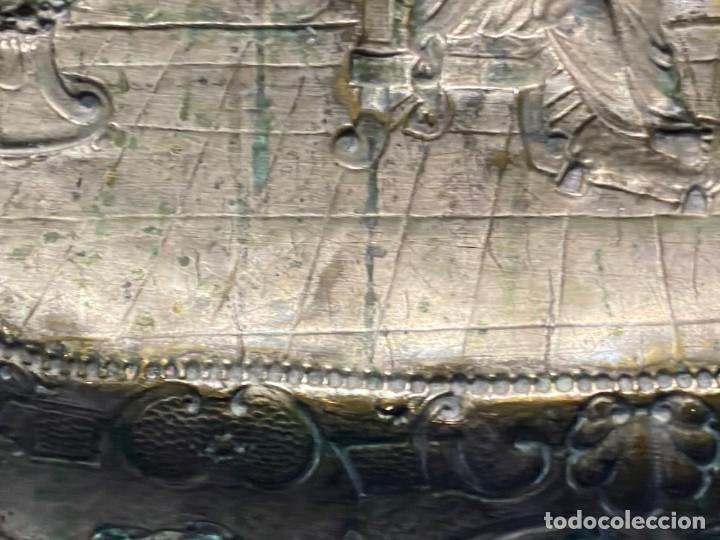 Antigüedades: fuente bandeja laton repujado escena mujer con perro ppio s xviii cortinaje terraza conchas 42x59,5c - Foto 58 - 222301388