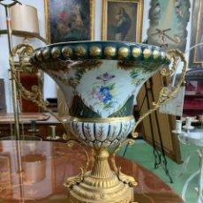 Antigüedades: N599 JARRÓN DE PORCELANA CON PEANA. Lote 222303112