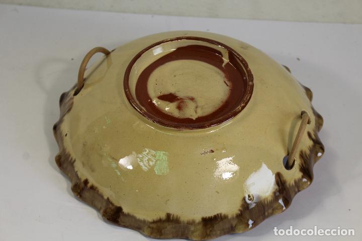 Antigüedades: Centro de Mesa - Frutero Cerámica con asa de mimbre de La Bisbal - Foto 3 - 222304393