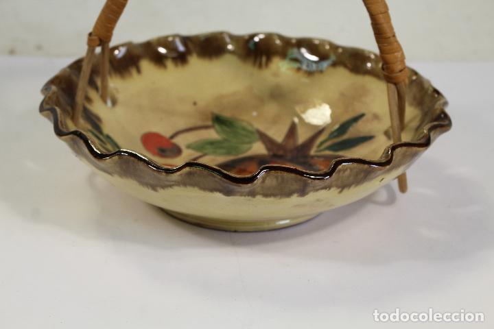 Antigüedades: Centro de Mesa - Frutero Cerámica con asa de mimbre de La Bisbal - Foto 5 - 222304393