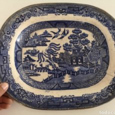Antigüedades: PRECIOSA Y ANTIGUA BANDEJA PUENTE Y PALOMA (TIENE ROTURA, SE APRECIA EN LAS FOTOS). Lote 222352123