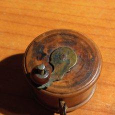 Antigüedades: CINTA MÉTRICA EN MADERA SIGLO XIX. Lote 222352760