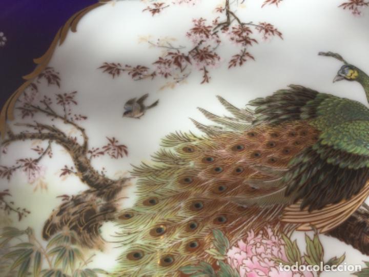 Antigüedades: 2 Platos Porcelana Japonesa Shibata Chinaware. Pintados a Mano. Sello y Firma. Japón 1949 - Foto 3 - 222355678