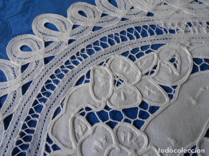 Antigüedades: Juego 2 antiquos Tapetes años 70.Algodon BLANCO. Encajes de Brujas,ovaladas 35x50 cm.nuevos - Foto 15 - 222358341