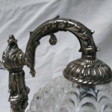 Antigüedades: APLIQUE ANTIGUO DE METAL Y GLOBO DE CRISTAL PENSADO. Lote 222373627