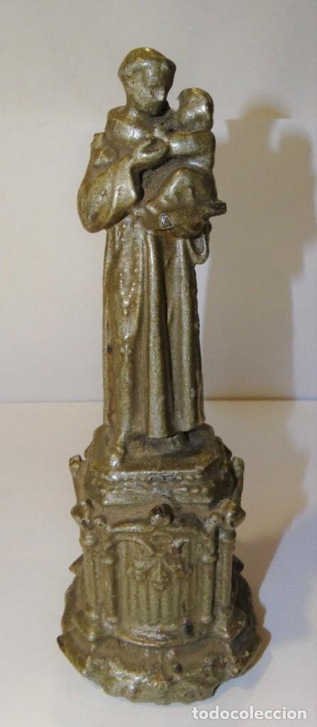ESCULTURA SAN ANTONIO DE PADUA CALAMINA CINCELADA EN PEDESTAL (Antigüedades - Religiosas - Orfebrería Antigua)