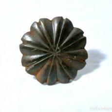 Antigüedades: CHINCHETA ANTIGUA PARA TAPICERIA, DIAMETRO 3.2 CMS. Lote 222377641