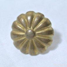 Antigüedades: CHINCHETA ANTIGUA PARA TAPICERIA, DIAMETRO 2.2 CMS, COLOR ORO. Lote 222378643