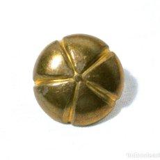 Antigüedades: CHINCHETA ANTIGUA PARA TAPICERIA, DIAMETRO 2 CMS, COLOR ORO. Lote 222382435