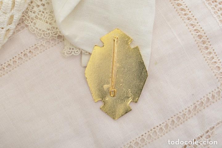 Antigüedades: Broche vintage de la virgen de Lourdes Alicante - Foto 3 - 222387826